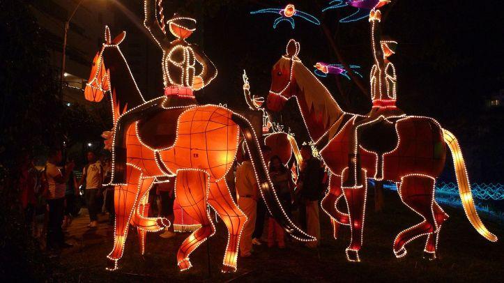 1200px-conquistadores_en_caballo_-_alumbrado_2009_28416832598329